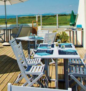 """Terrasse du restaurant du golf de Belle-Île-en-mer, """"La ferme de Sarah"""""""